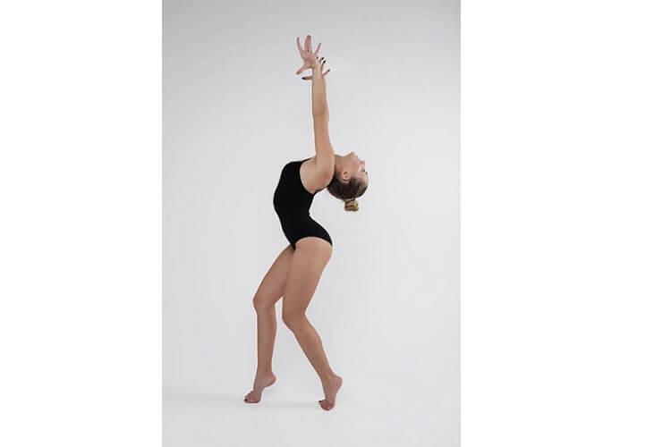 posture-de-yoga-posture-professionnelle-posture-du-pigeon-posture-du-corbeau